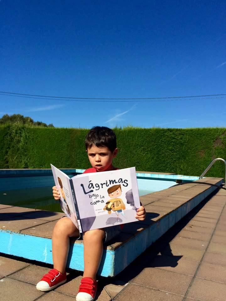 Hugo leyendo a Simón